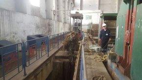 电厂拦物栅及闸门板凹槽海生物清理
